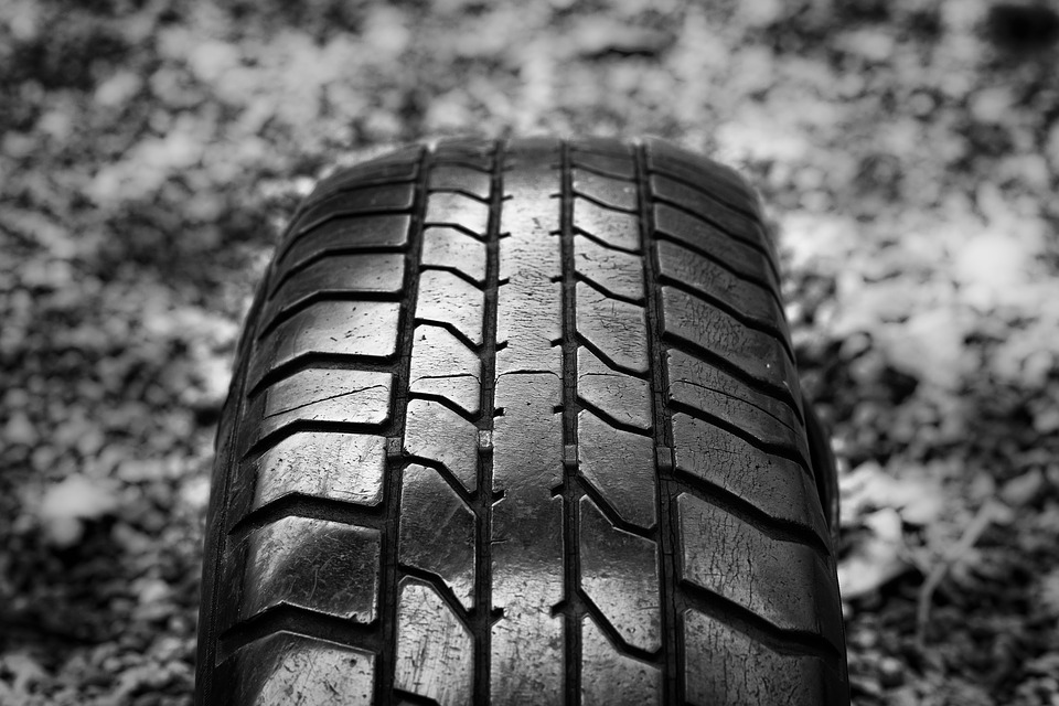 Tips to check the tire tread depth